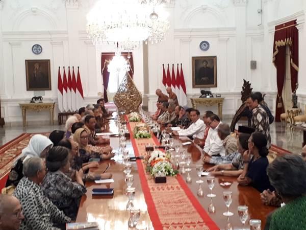 Presiden Joko Widodo mengundang sejumlah tokoh dari berbagai bidang untuk membahas kondisi Indonesia terkini di Istana Merdeka, Kamis (26/9/2019). - Bisnis/Amanda Kusumawardhani