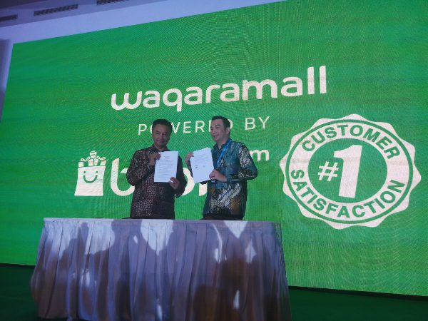CEO Waqara Jasa Bangsa Dino Patti Djalal danSenior Vice President Blibli.com Lay Ridwan Gautamamenandatangani perjanjian kerja sama, Rabu (25/9/2019). - Bisnis/M. Richard