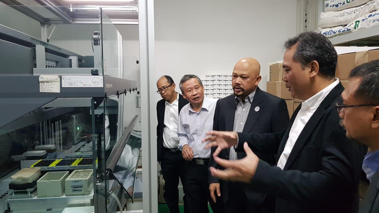 Kepala BPPT Hammam Riza ketika kunjungi fasilitas Qingdao Vland Biotech group Co. Ltd Huaming Wang di Qingdao, Tiongkok, Rabu (25/9/2019)/BPPT  - istimewa