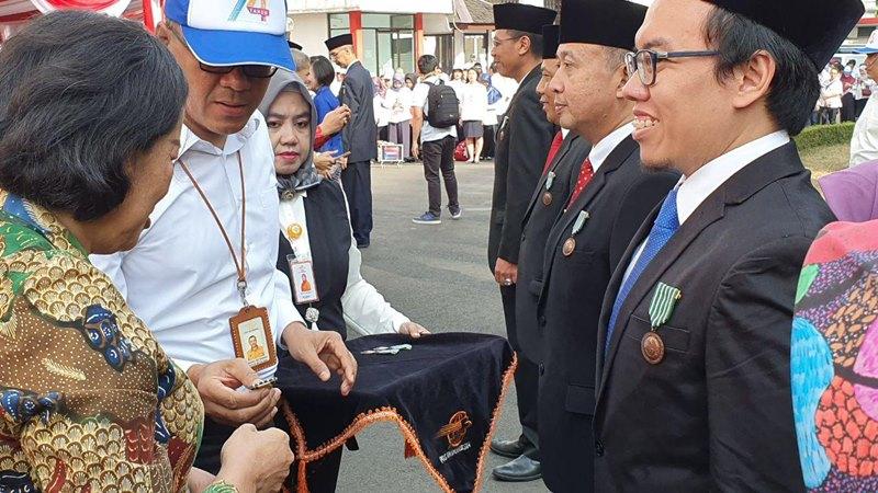 Salah satu pendiri dan Presiden PT Bukalapak.com (Bukalapak), Muhammad Fajrin Rasyid, menerima tanda kehormatan Satyalancana Wira Karya dari Pemerintah Indonesia, Jumat (27/9/2019). - Istimewa