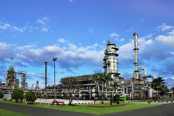 Komplek kilang minyak milik PT Pertamina (Persero) Refinery Unit (RU) III Plaju Sungai Gerong, Palembang, Sumsel. - Istimewa