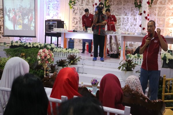 Ketua APJI Kalsel H Aftahuddin saat mensosialisasikan program bahan baku murah kepada ratusan UMKM. - Bisnis Arief Rahman