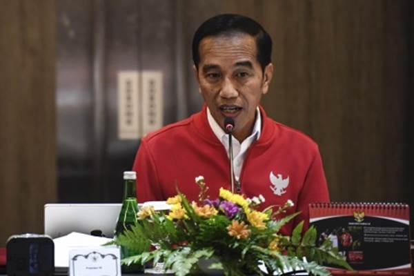 Presiden Joko Widodo saat memimpin rapat terbatas penanganan kebakaran hutan dan lahan (karhutla) di Pekanbaru, Riau, Senin (16/9/2019). - ANTARA/Puspa Perwitasari