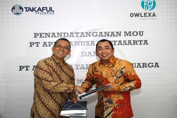 Presiden Direktur Lintasarta Arya Damar (kiri) dan Direktur Utama Takaful Keluarga Ronny Ahmad Iskandar. - Bisnis