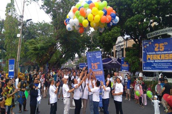 Acara BFI Perkasa Carnival yang diselenggarakan di Kawasan Caf Free Day di Kota Banjarmasin. - Bisnis  Arief Rahman