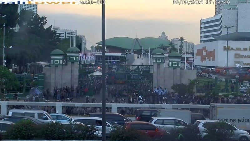 Kondisi di depan gedung MPR/DPR RI pada Senin (30/9/2019) sore. - repro