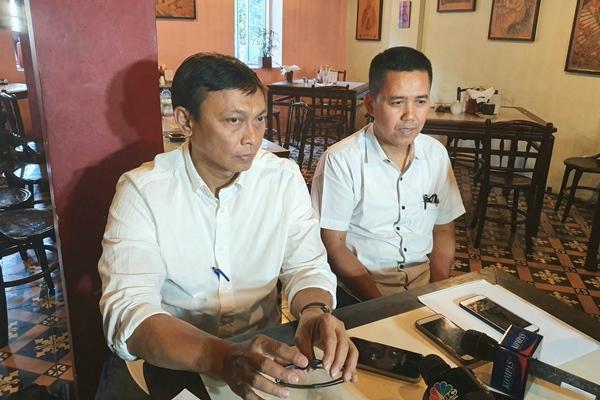 Direktur Operasional Sriwijaya Air GroupFadjar Semiarto (kiri) danDirektur Teknik Sriwijaya Air Group Romdani Ardali memutuskan untuk mengundurkan diri dari maskapai, Senin (30/9/2019). - Bisnis/Rio Sandy Pradana