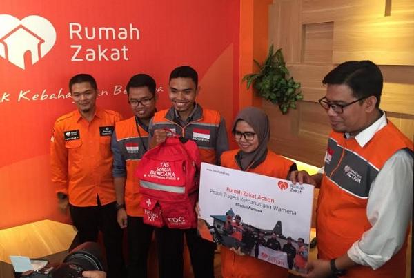 Rumah Zakat Action mengirim bantuan ke dua wilayah di Indonesia bagian timur yang terjadi bencana kemanusiaan dan bencana alam. Yakni gempa bumi di Ambon dan kerusuhan di Wamena. - Bisnis/Dea Andriyawan