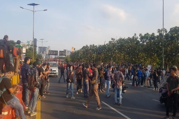 Aksi unjuk rasa di sekitar DPR/MPR membuat Jasa Marga melakukan pengalihan lalu lintas di sejumlah titik - dok. Jasa Marga