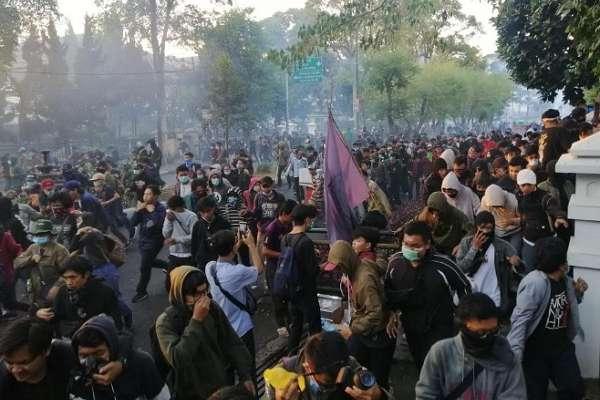 Demo di Gedung DPRD Jabar sore ini - Bisnis/Wisnu Wage