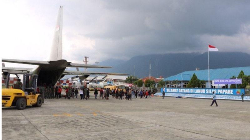 Proses evakuasi pengungsi dari Wamena ke Lanud Silas Papare di Sentani, Kabupaten Jayapura. - Antara