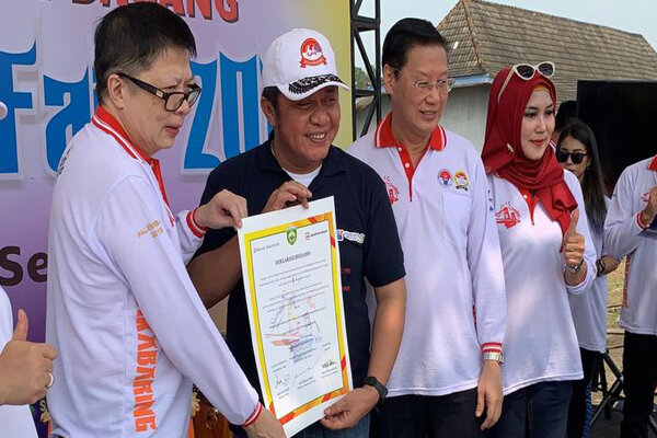 Dirut Bank Maspion Herman Halim, Gubernur Sumatera Selatan Herman Deru, CFO Maspion Welly Muliawan, Plt. Kepala Dinas Koperasi dan UKM Provinsi Sumatera Selatan Musiawati.