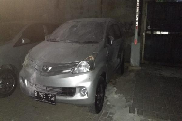 Mobil dibakar di polsek Metro Tanah Abang - Dhiany Nadya Utami