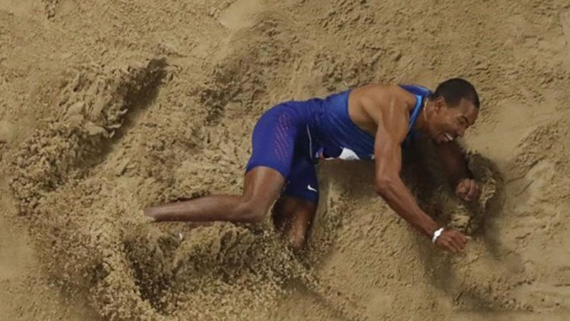 Christan Taylor saat tampil di nomor lompat jangkit di Kejuaraan Dunia Atletik di Doha, Qatar. - Reuters/Fabrizio Bensch