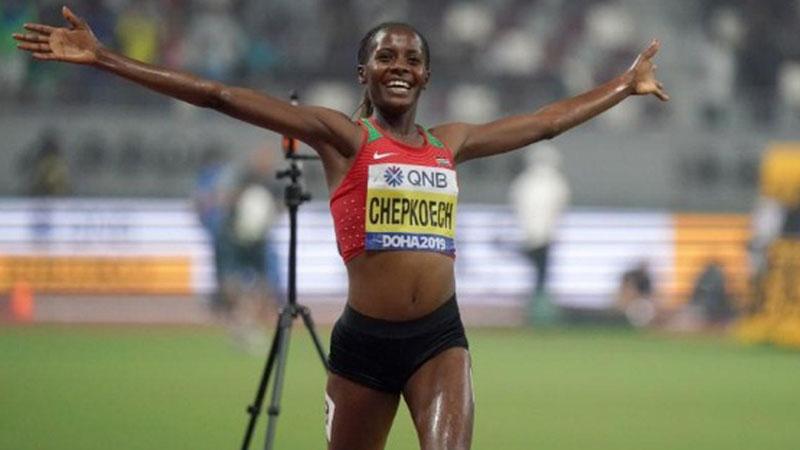 Beatrice Chepkoech merayakan kemenangan di Kejuaraan Dunia Atletik di Qatar. - Reuters