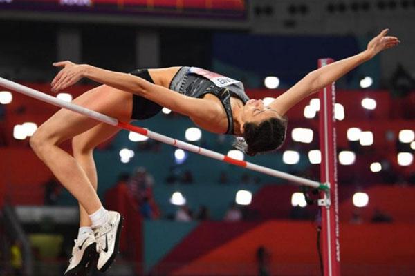Mariya Lasitskene ketika beraksi dan tampil sebagai juara nomor nomor lompat tinggi putri dalam Kejuaraan Dunia Atletik di Doha, Qatar, pada Selasa (1/10/2019) pagi WIB. - Reuters