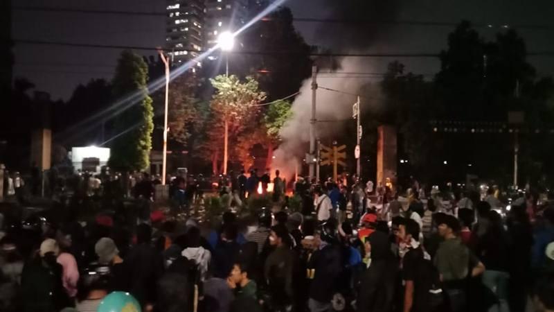 Kerusuhan di sekitar Stasiun Palmerah, Jakarta Pusat, Rabu (25/9/2019) dini hari. JIBI/Bisnis - Dionisio Damara