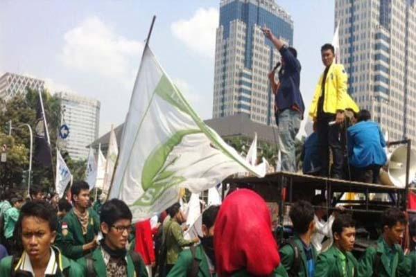 Demo mahasiswa menuju Istana Negara, Kamis siang (21/5/2015)/facebook - yus