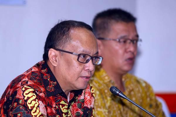 Dirut PT Bank of India Indonesia Tbk Sindbad R. Hardjodipuro (kiri) bersama Direktur Ferry Koswara memberikan penjelasan saat paparan publik, di Jakarta, Jumat (23/11/2018). - JIBI/Abdullah Azzam