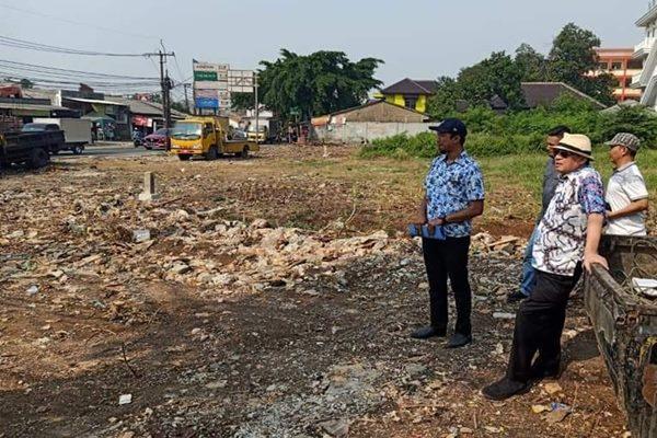 Gubernur Banten Wahidin Halim meninjau Simpang Gondrong yang juga dikenal sebagai simpang neraka karena selalu menimbulkan kemacetan parah di Kota Tangerang, Banten. - Bisnis/medcom.id