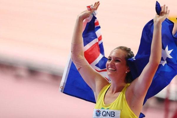 Kelsey-Lee Barber merayakan gelar juara dunia lempar lembing di Doha, Qatar. - Reuters/Ibraheem Al Omari
