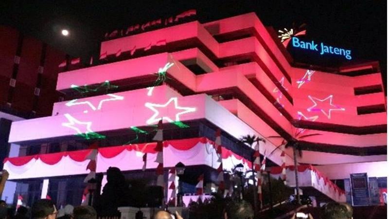 Pertunjukan lighting show atau laser spektakuler di Gedung Bank Jateng. - Istimewa