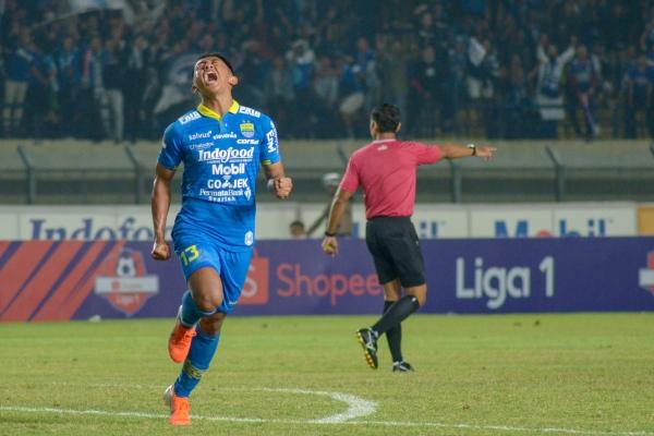 Pesepak bola Persib Bandung Febri Hariyadi - ANTARA FOTO/Raisan Al Farisi