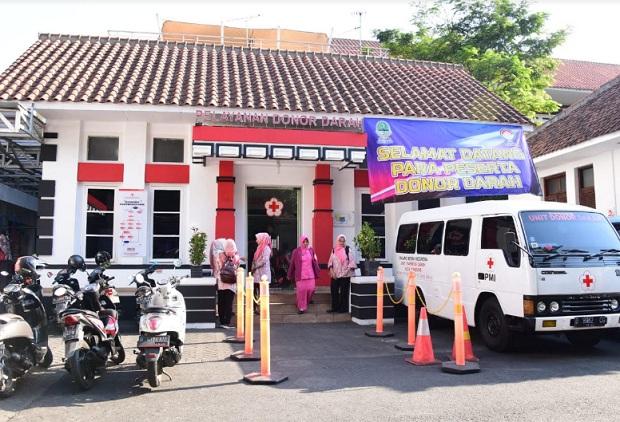 Pelayanan donor darah di Kota Bandung - Bisnis/Wisnu Wage