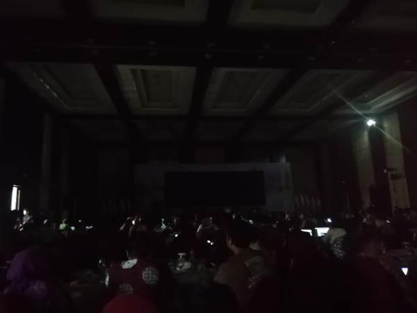 Lampu di Hotel padam saat Menteri PPN/Kepala Bappenas menjelaskan soal pemindahan Ibu Kota Negara - Bisnis/Rachmad Subiyanto