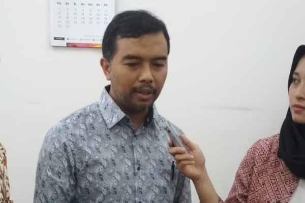 Koordinator ICW, Adnan Topan Husodo saat memberikan keterangan kepada wartawan - Alif