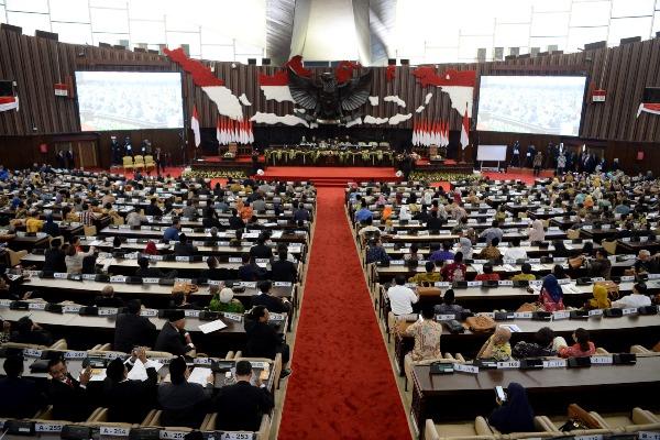 Suasana jalannya Sidang Paripurna MPR ke-2 di Ruang Rapat Paripurna, Kompleks Parlemen, Senayan, Jakarta, Rabu (2/10/2019). Sidang Paripurna MPR tersebut beragendakan pengesahan jadwal acara sidang dan pembentukan fraksi-fraksi dan kelompok Dewan Perwakilan Rakyat (DPR). - ANTARA FOTO/M. Risyal Hidayat