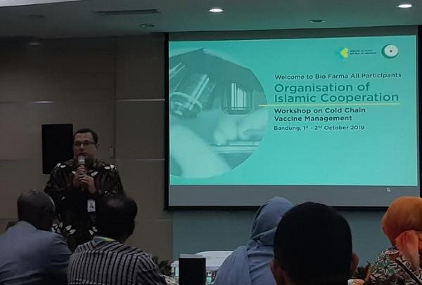 Direktur Operasi PT Bio Farma (Persero) M.Rahman Roestan memberikan sambutan bagi delegasi negara OKI dalam pelatihan manajemen rantai pendingin vaksin di Kantor Pusat Bio Farma, Bandung, Rabu (02/10/2019). - Bisnis/Hadijah Alaydrus