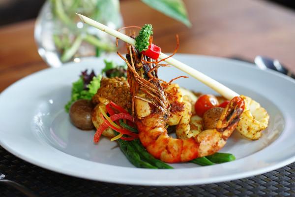 Menu nusantara selalu menjadi andalan Patra Semarang Hotel & Convention dalam memanjakan lidah para tamu. Pada Oktober 2019, menu unggulan yang ditawarkan adalah Sari Laut Bakar Bumbu Bali.