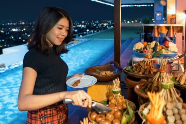Star Hotel Semarang menawarkan promo food & beverages untuk memperingati Hari Batik Nasional, Rabu (2/10 - 2019).