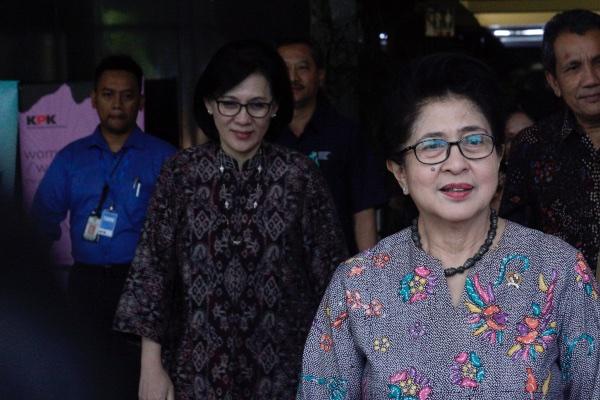 Menteri Kesehatan (Menkes) Nila Moeloek ketika meninggalkan gedung KPK di Jakarta, Rabu (21/8/2019). - ANTARA FOTO/Yulius Satria Wiaya