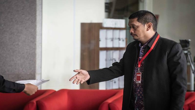 Direktur PT Industri Telekomunikasi Indonesia (INTI) Darman Mappangara bersiap menjalani pemeriksaan di Gedung KPK, Jakarta, Kamis (5/9/2019). - Antara