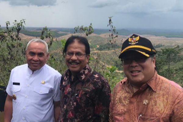 Menteri PPN/Kepala Bappenas Bambang Brodjonegoro, Menteri ATR/Kepala BPN Sofyan Djalil dan Gubernur Kalimantan Timur Isran Noor mengunjungi lokasi Ibukota Negara yang bakal menggantikan Jakarta di Penajam Paser Utara, Selasa (2/10) - Arif Budisusilo