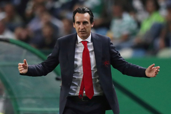 Pelatih Arsenal Unai Emery - Reuters/Peter Cziborra