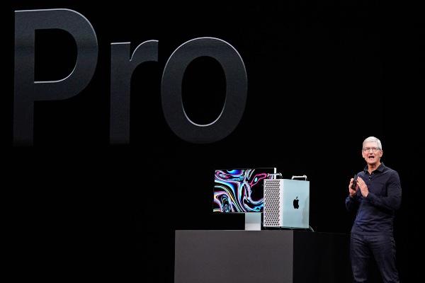 CEO Apple Tim Cook - Reuters/Mason Trinca
