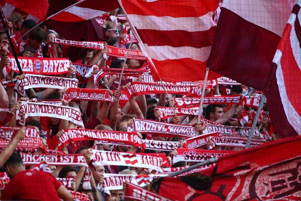 Suporter Bayern Munchen - Reuters/Michael Dalder