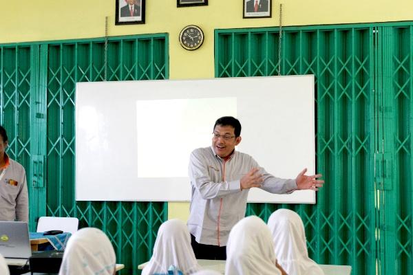 Dirut Astra Tol Tangerang Merak saat mengajar -