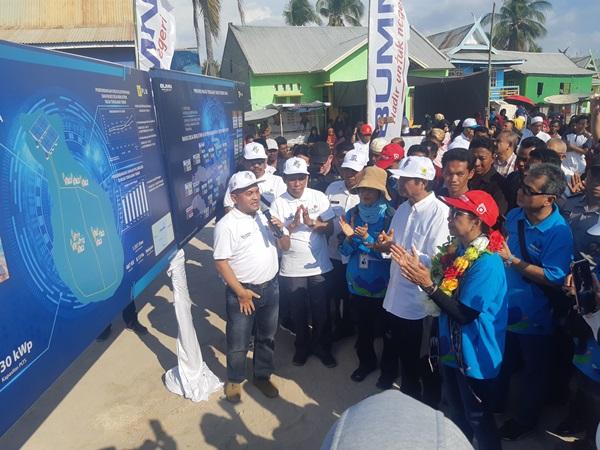 Menteri Badan Usaha Milik Negara (BUMN) Rini M. Soemarno meresmikan lima Pembangkit Listrik Tenaga Surya (PLTS) Komunal di Nusa Tenggara Timur, Minggu (6/10/2019). - Bisnis/Muhamad Ridwan