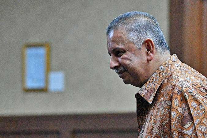 Terdakwa kasus dugaan suap proyek PLTU Riau-1, mantan Dirut PLN Sofyan Basir menjalani sidang lanjutan dengan agenda pembacaan putusan sela di Pengadilan Tipikor, Jakarta, Senin (8/7/2019). - ANTARA/Sigid Kurniawan