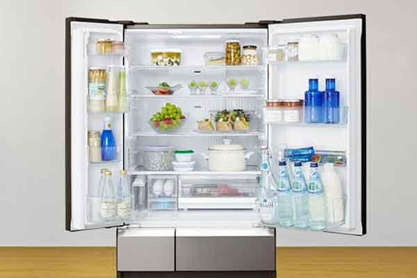 Lemari es mungkin berfungsi dengan baik, tetapi seiring waktu, makanan bisa membusuk di dalamnya karena telah disimpan secara acak. Kenali cara mengatur bahan makanan secara efisien dan efektif. - Foto Panasonic