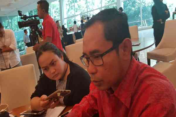 Direktur Perlindungan WNI dan Badan Hukum Indonesia Kemenlu RI Judha Nugraha menanggapi pertanyaan awak media di Kantor Kementerian Luar Negeri, Jakarta, Selasa (8/10/2019) - Denis Riantiza M