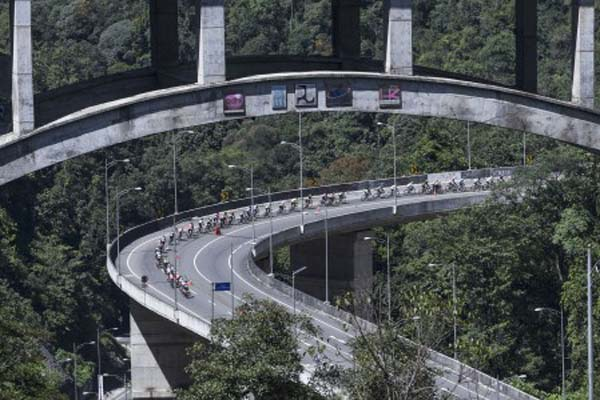 Tour de Singkarak salah satu kegiatan olahraga yang ditujukan untuk menarik wisatawan. - Antara/Hafidz Mubarak