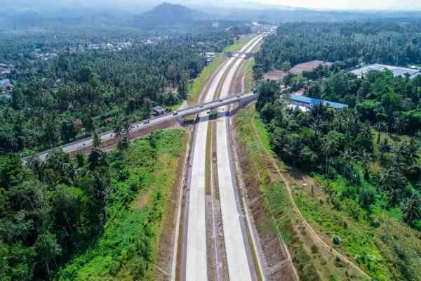 Proyek jalan tol Manado-Bitung. - Bisnis