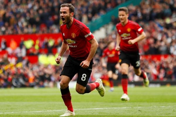 Juan Mata seusai mencetak gol pertandingan Liga Premier Inggris Manchester United vs Chelsea di Old Trafford, Minggu (28/4/2019) - REUTERS/Jason Cairnduff