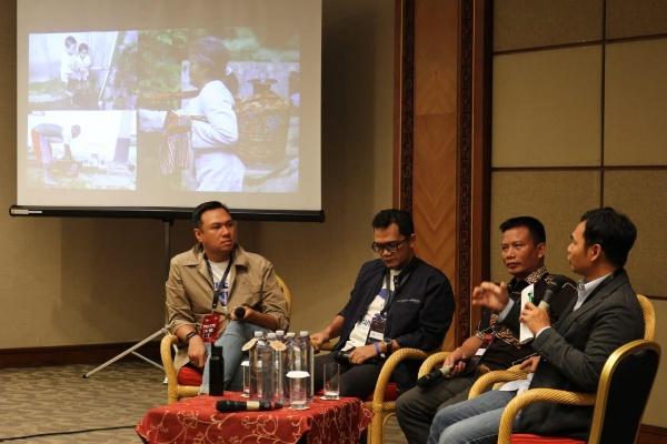 Rachmad Hidayad, Chief Representatives Water.org, Karyanto Wibowo, Sustainable Development Director Danone/Indonesia dan pembicara lainnya dalam dialog Water For All : Empowering Community Through Water Credit Initiatives di Ideafest 2019