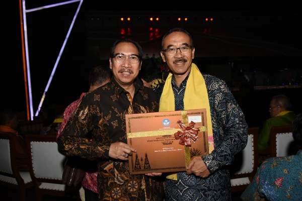 Penjabat (Pj.) Sekretaris Daerah Provinsi Jabar Daud Achmad (kanan)